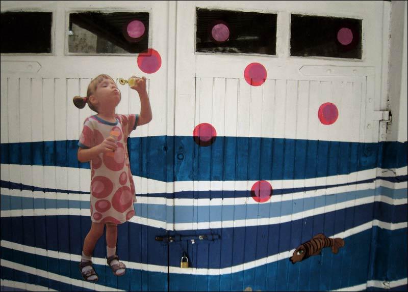 dziewczynka z bąbelkami na garazu, warszawa, powiśle