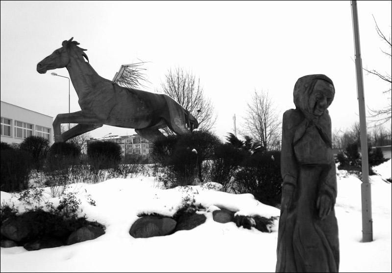 Opoczno, kon i baba, zima