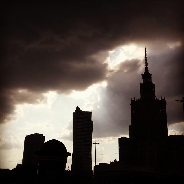 warszawa, pkin, pałac kultury i nauki, niebo, chmury, burza