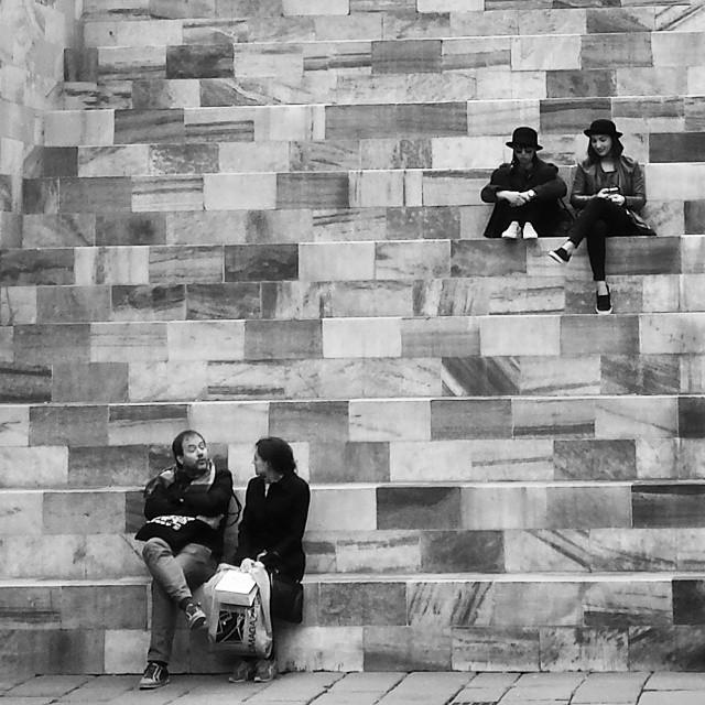 mediolan, milano, schody, marmur, ludzie