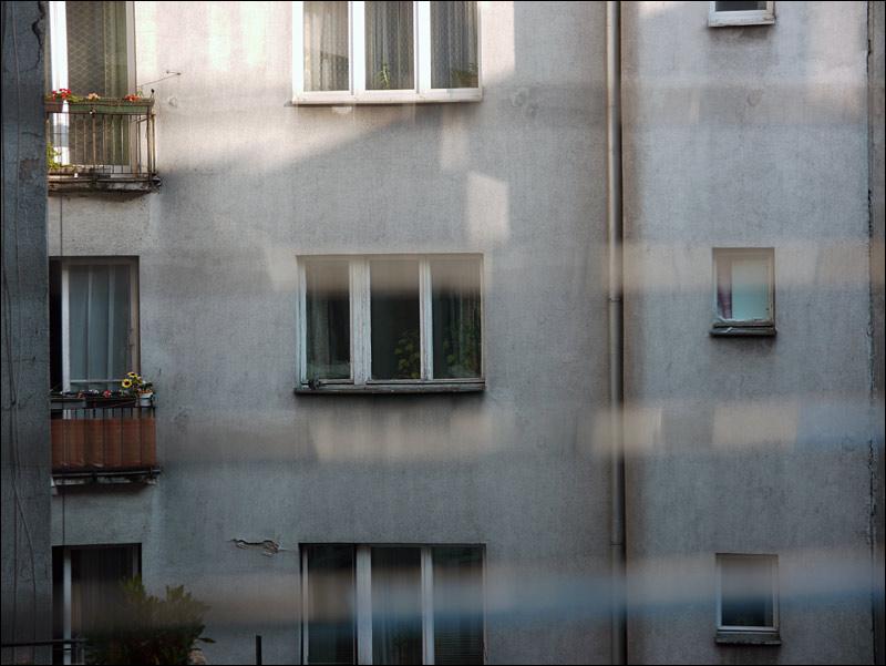 okno, okna, podwórko