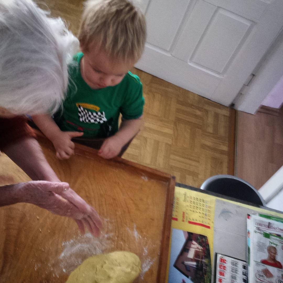babcia, dziecko, ciasto, zabawa