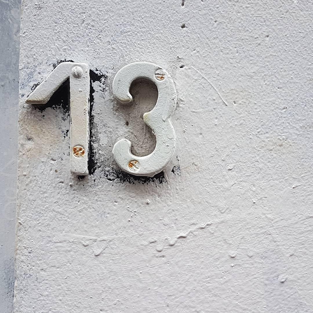 trzynastka, ściana, cyfra