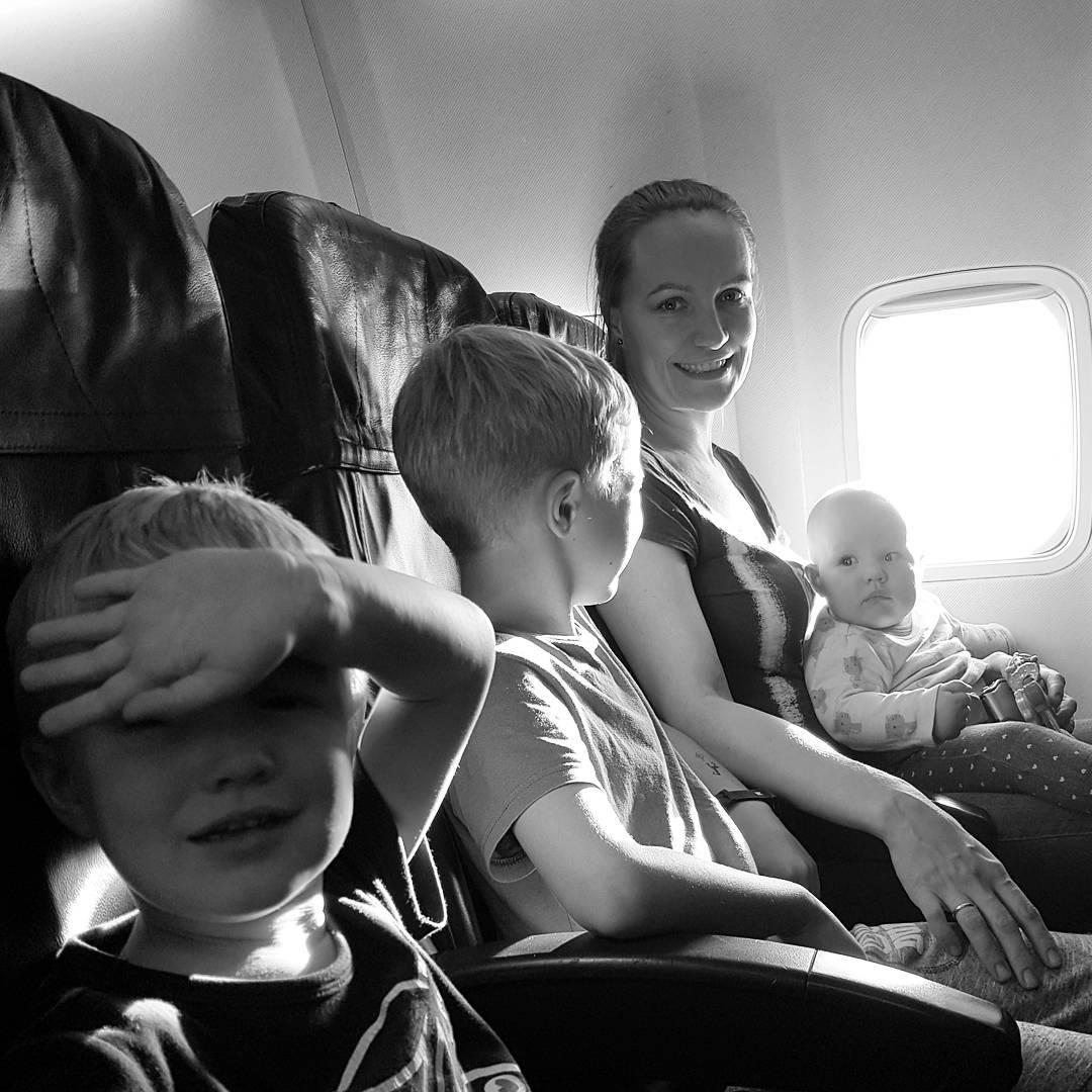 rodzina, mama, dzieci, samolot