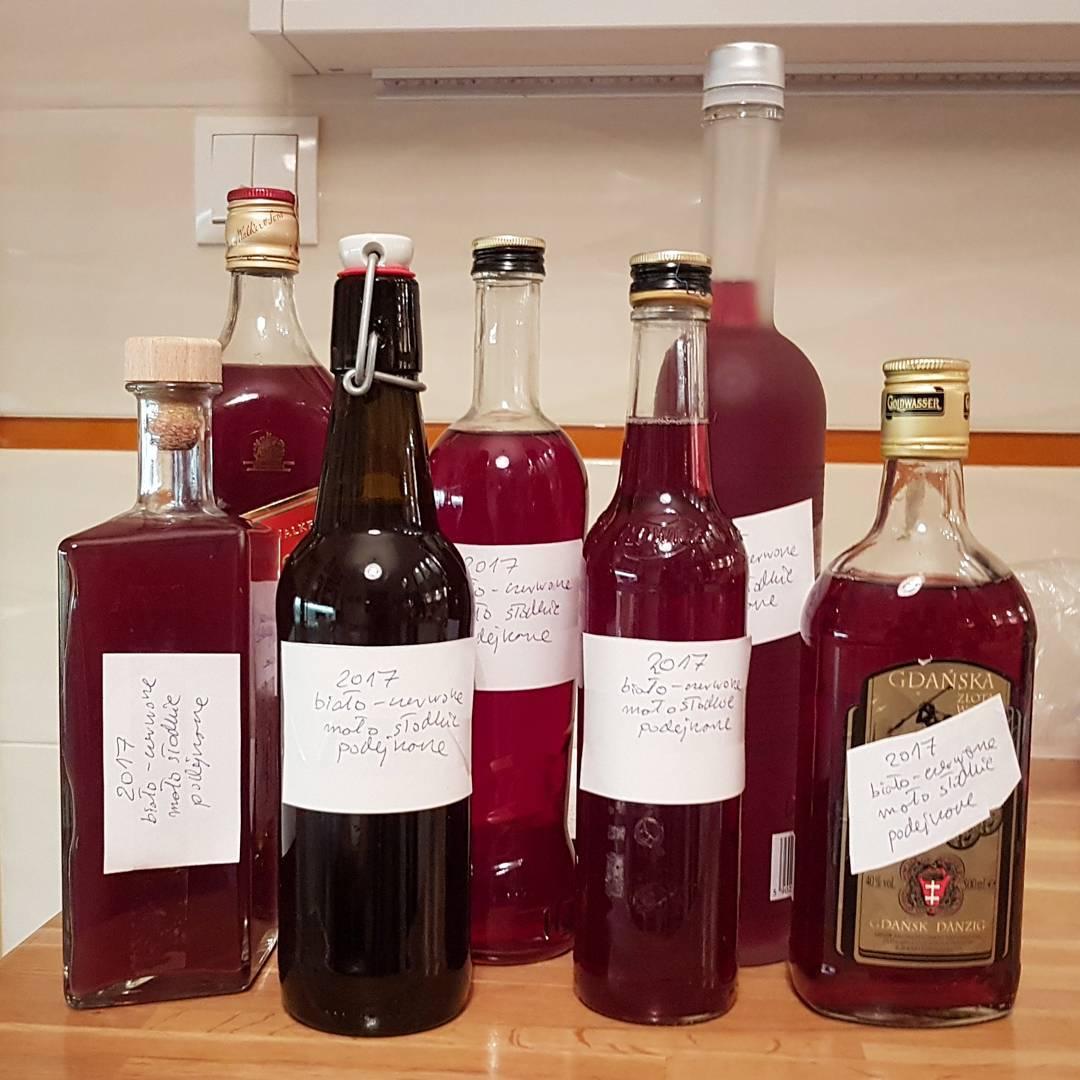 wino domowe, biało-czerwone, rodos waszyngtona