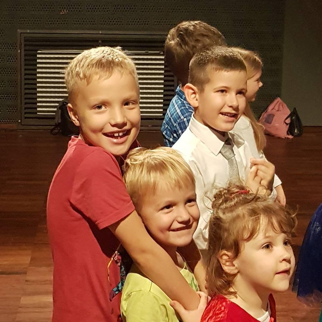 chłopaki, dzieci, teatr