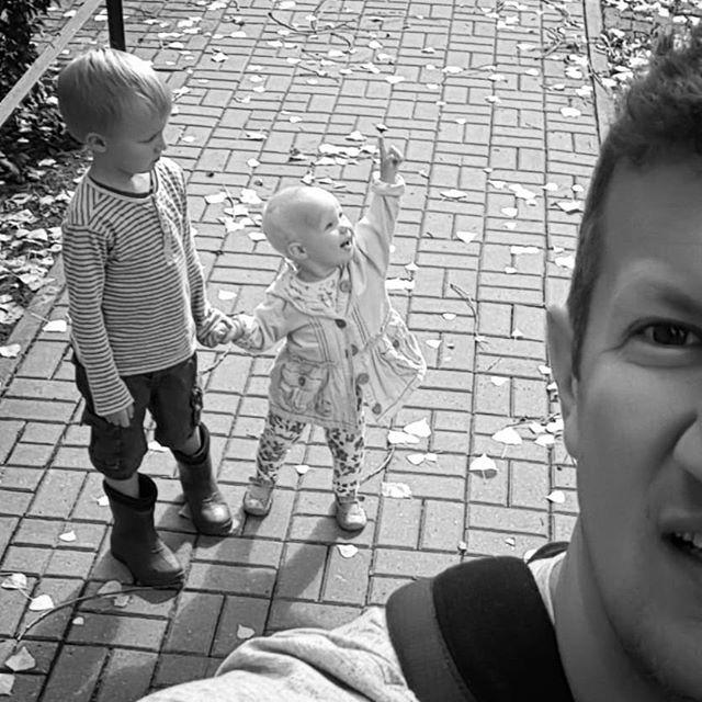 Tam, w niebie! #rodzina #dzieci #kids #family #b&w #children #warsaw