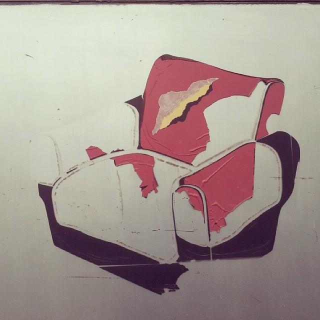 warszawa, grochów, fotel na murze