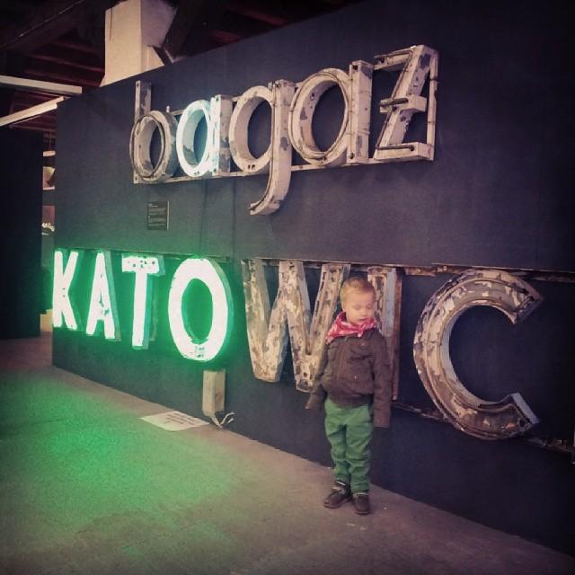 soho factory, muzeum neonów, neon bagaż katowice, Radosz