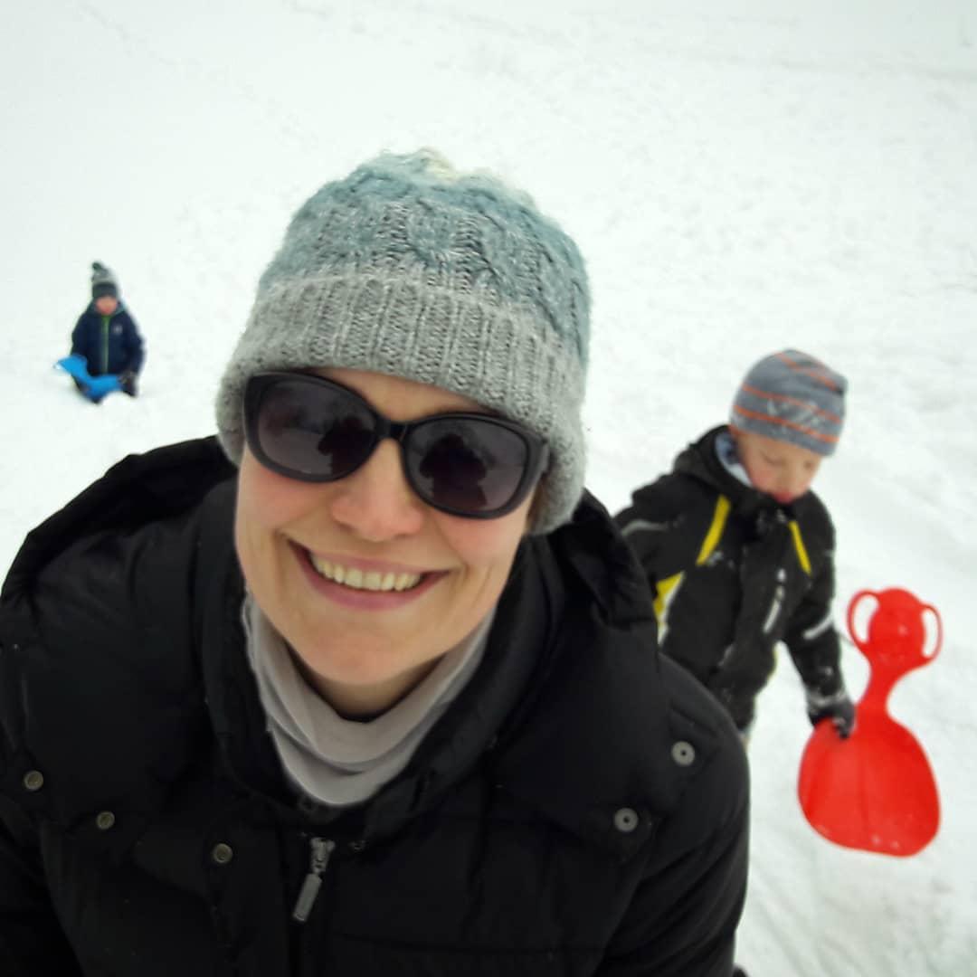 I śnieg. Dużo śniegu. . . . . #beskidy #góry #mountains #chatatrapera #moczarki #koszarawa #bystre #nagroniu #ferie #feriezimowe #chatka #logcabin #vacances #winter #wintertrip #snow #śnieg #poland #polska